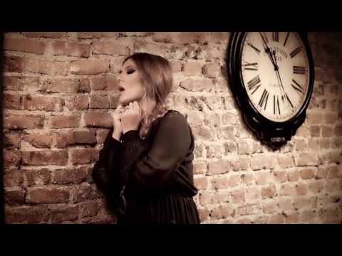 Demet Akalın ft. Özcan Deniz - Nasip Değilmiş, Kısmet (Official Video?)
