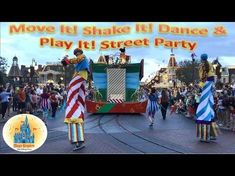 Disney Magic Kingdom Move It! Shake It! Dance & Play It! Street Party