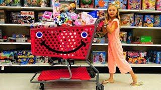 Полина покупает подарки на День Рождения подружки