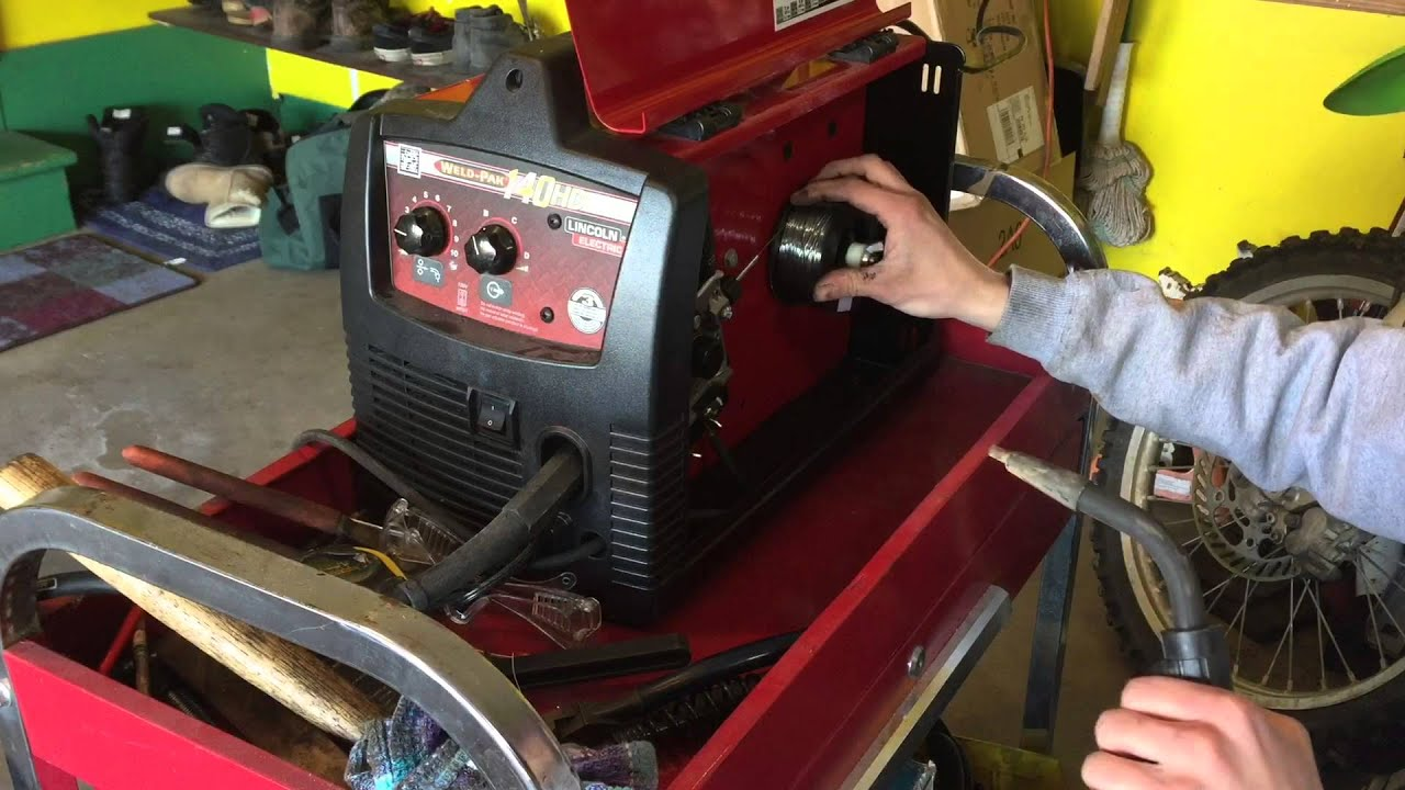 how to change mig wire on a lincoln electric weld pak 140 hd [ 1280 x 720 Pixel ]