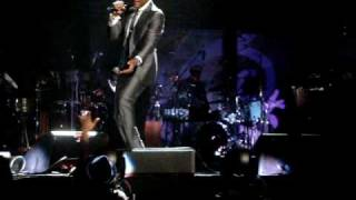Maxwell - This Woman's Work LIve