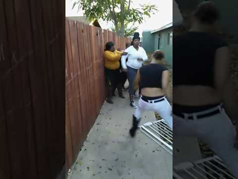 Crazy girl fight in bakersfield CA #subscribe#Like!!share