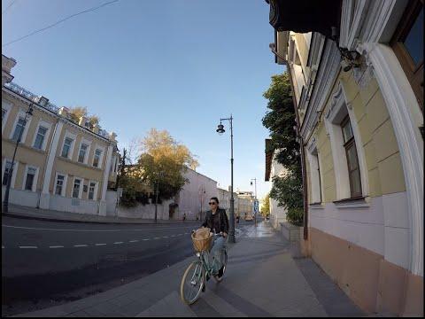 A walk in Moscow. Prechistenka, Ostozhenka streets. Russia. 漫游莫斯科。奥斯托珍卡街,普里奇斯登卡街。俄罗斯。