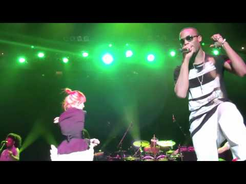 BoB & Hayley Williams Airplanes 1st Real Performance together in Nashville