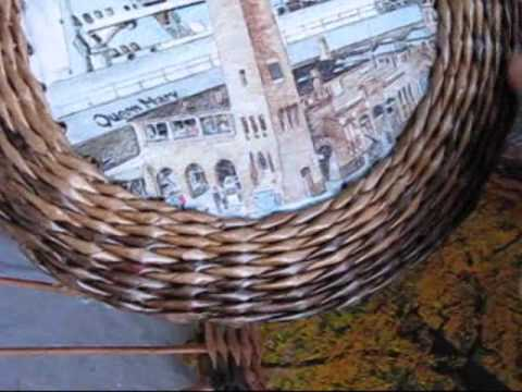 Cмотреть видео  Плетение из газет рамки. Часть 3.