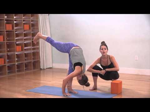 The Yoga Collective - Lauren Eckstrom - Standing Splits