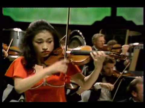 Kyung Wha Chung plays Bruch violin concerto 3rd mov.