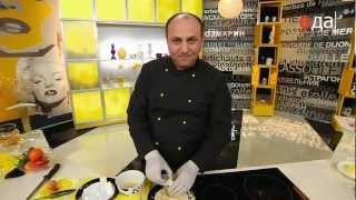 Жареный камамбер с вареньем из брусники