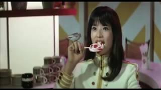 映画「進め!ジャガーズ敵前上陸」 中村晃子出演シーン.