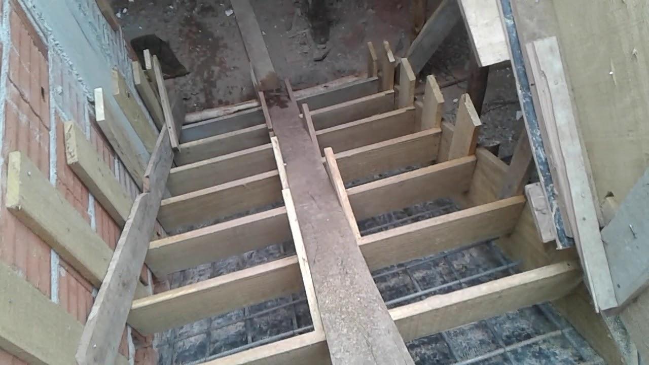 0e7c8a375 Escada Simples Com a forma e ferragens pronta para receber o concreto