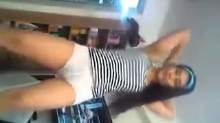 Repeat youtube video Goyang bugil gadis tkw