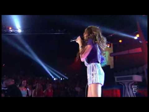 Miley Cyrus - 7 Things (Live at Teen Choice Awards 2008)