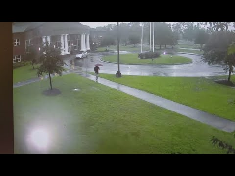 Houston's Morning News - SCARY: Watch as man nearly gets hit by a bolt of lightning