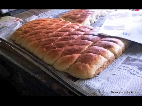 Lamba Pav – Khameeri Naan Flat Bread made in bakery in Mohammed Ali Road