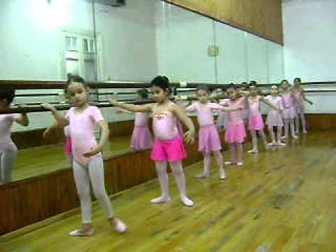 Clase de Ballet  principiantes nenas de 5 a 8