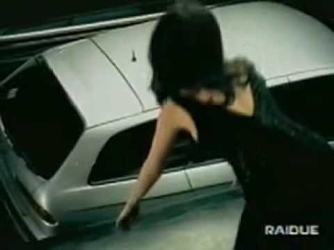 Catherine Zeta Jones quang cao oto Alfa Romeo