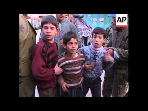 WEST BANK: HEBRON: ISRAELI & PALESTINIAN CHILDREN CLASH