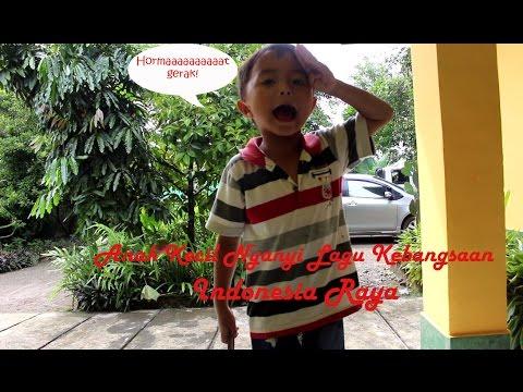 Aksi Lucu Anak Kecil Menyanyikan Lagu Kebangsaan