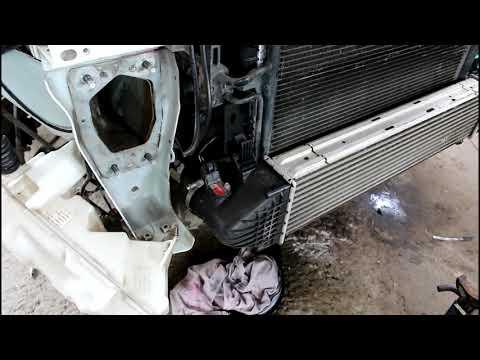 Замена радиатора охлаждения на Range Rover Evoque 2,2 Ленд Ровер Эвок 2011 года 3часть
