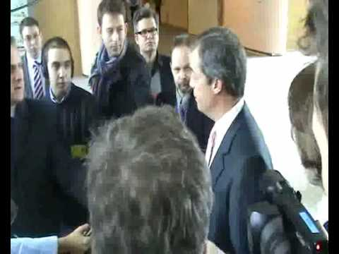 Farage offers apology to bank clerks in free speech row