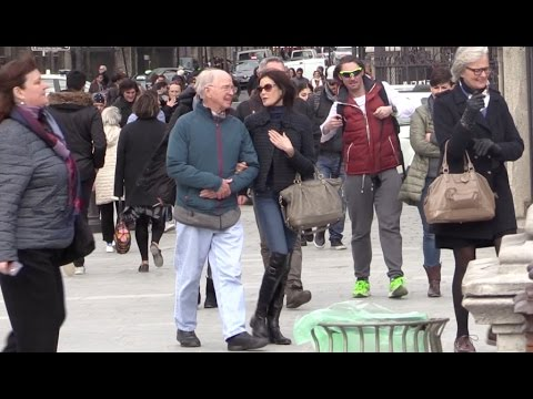 Teri Hatcher and friends visit Notre Dame de Paris