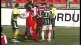 Bülent Ataman'ın Hakem Cüneyt Çakır'a saldırıp 20 maç ceza aldığı maç