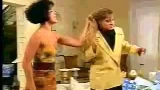 Deus nos acuda - Maria Escandalosa bate em Sabrina
