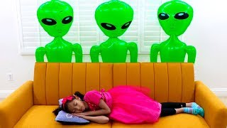 Download Wendy & Alex Pretend Play with Green UFO Aliens from Outer Space Mp3 and Videos