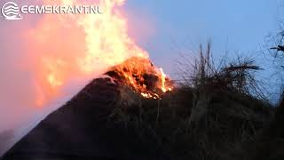 Uitslaande brand in rietgedekte woning Holwierde