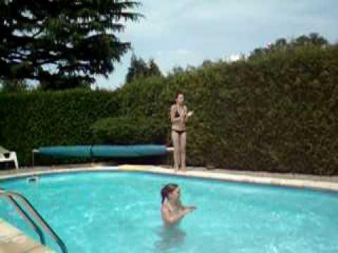 Delire dans ma piscine avec la meilleure amie youtube for La piscine translation