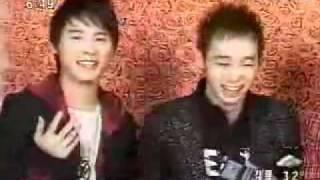 Junsu [JYJ] singing Indonesian song!! [Di sini senang, Di sana senang]