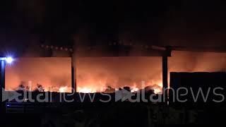 Milano, incendio in un deposito di rifiuti alla Bovisasca