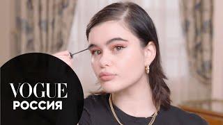 Звезда сериала Эйфория Барби Феррейра показывает как сделать цветные стрелки Vogue Россия