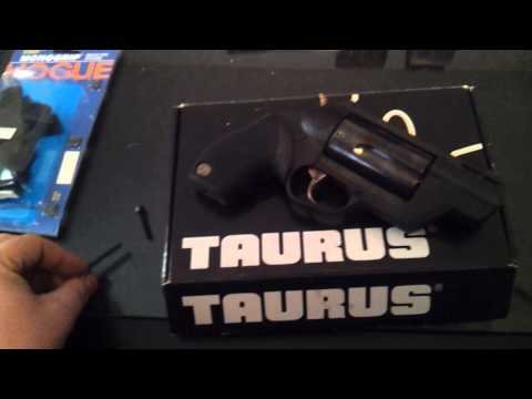 Repeat taurus public defender poly unboxing with the yankee
