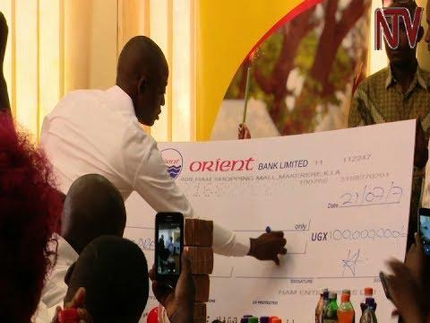 Businessman Hamis Kiggundu gives former Parkyard market traders' sacco Shs100M