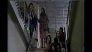 RINO GAETANO IN STUDIO FA SPOSTARE IL PIANOFORTE NELLA SCALA