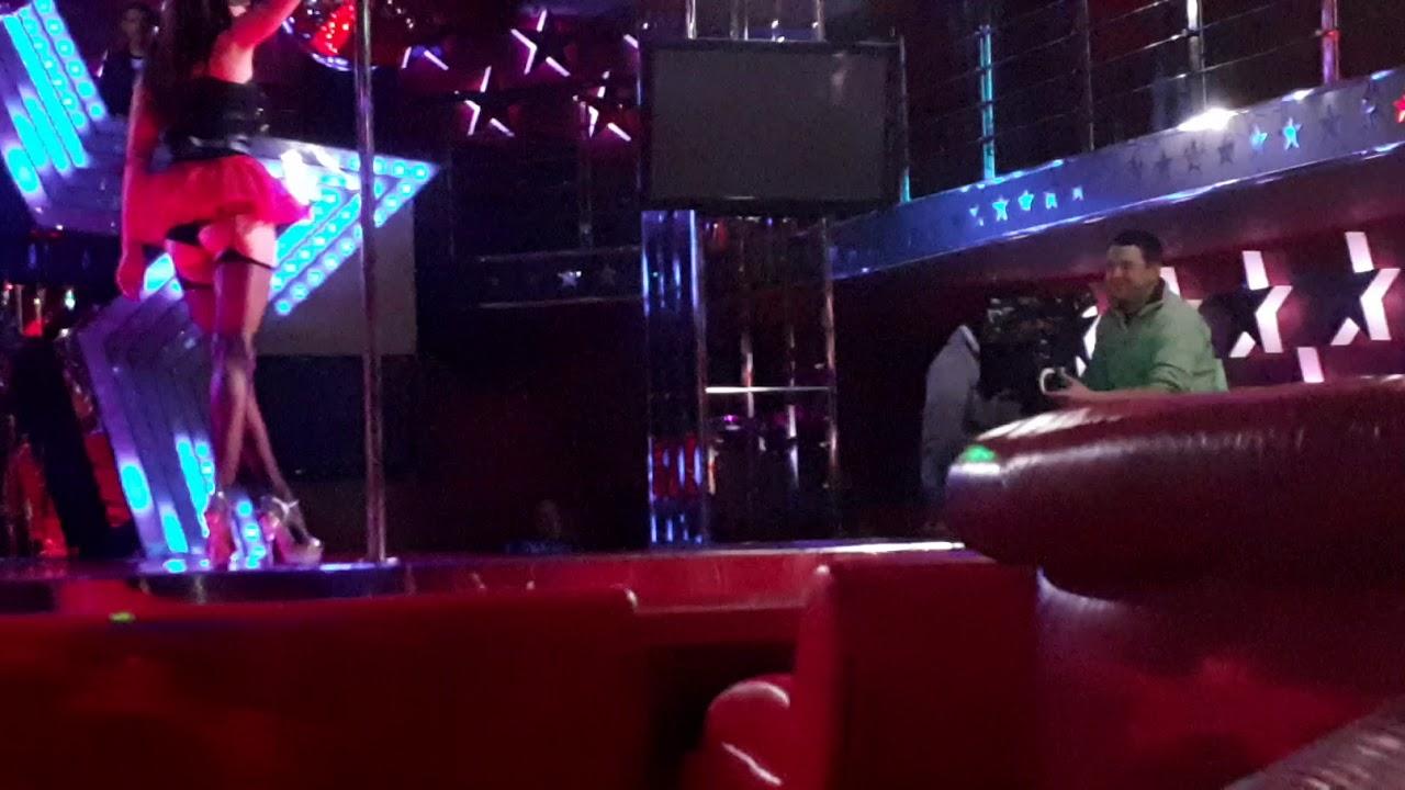 Сцена стриптиз бара музыкальный клип в ночном клубе