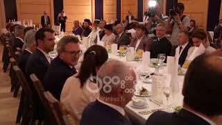 Ora News - Ambasada turke shtron iftar: Të lutemi për tokat ku ka konflikt, për palestinezët