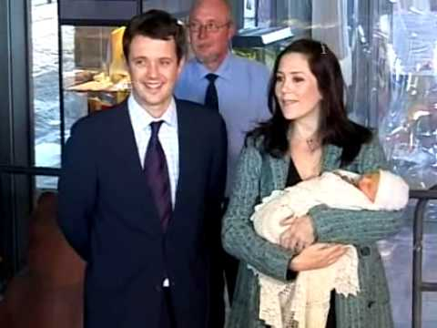 Frederik, Mary & their baby boy leave the hospital (18 October 2005)