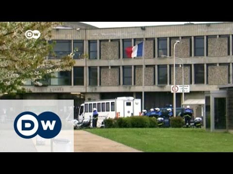 Paris attacks suspect questioned in French court | DW News
