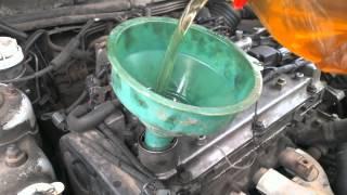 Промывка двигателя (соляркой) + замена масла(В данном видео я решил поделиться с вами эксперементальным способом промывки двигателя с помощью - СОЛЯРКИ..., 2014-12-04T22:11:19.000Z)