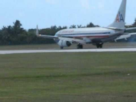 Plane spotting Cayman Islands American Airlines landing!