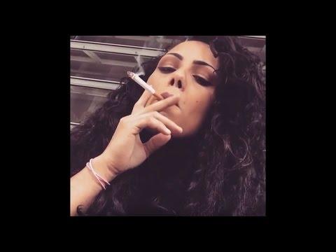 Smoking Girl (Black Hair)Kaynak: YouTube · Süre: 44 saniye