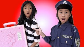 Pretend Play Police Helps Find The Treasure Chest