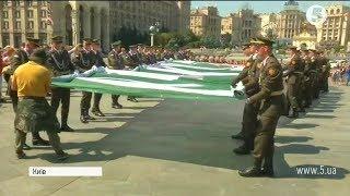 На Майдані розгорнули найбільший прапор Ічкерії // включення