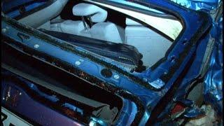Пьяный водитель разбил свою машину о трубы теплотрассы в Хабаровске/MestoproTV(, 2016-05-11T02:04:57.000Z)