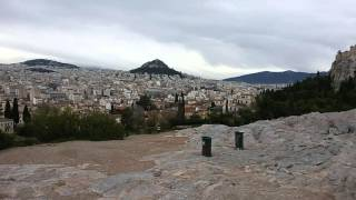 Афины безлюдные. Видео с холма(Лучше читайте мою афинскую историю: http://happytravelling.org/puteshestvie-v-afiny-ego-vechnost-i-moi-paradoksy/, 2016-05-01T19:56:01.000Z)