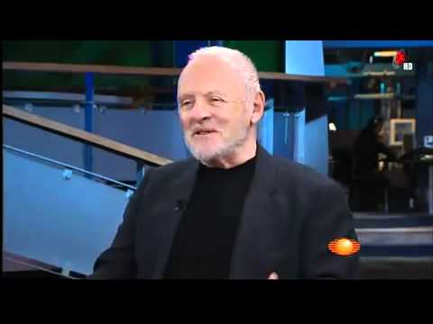 Anthony Hopkins gets interviewed in Spanish without translation