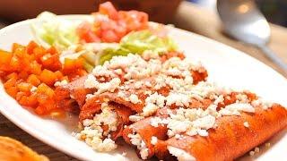 Enchiladas Vegetarianas Con Salsa Ranchera / Vegetarian Enchiladas With Ranchero Sauce