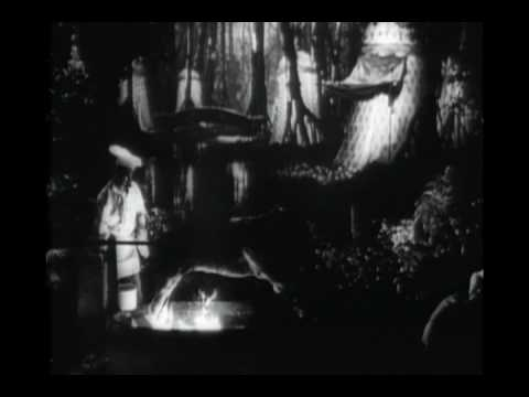 an analysis of the movie citizen kane Film analysis: citizen kane one of the most peculiar incidents in the history of film was in 1941, when a first time director was able to introduce a new mode of.
